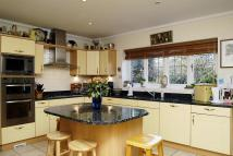 6 bedroom Detached home in 2 Caerleon Close...