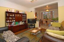 3 bed semi detached home to rent in Grand Avenue, Surbiton