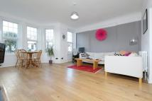 Apartment to rent in Broomfield Avenue, London