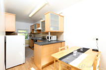 2 bedroom Apartment in Russell Road, London, N11