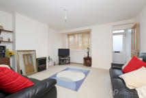 2 bedroom Ground Maisonette for sale in Avenue Road, Southgate