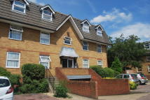 Studio apartment in Millstream Close, London