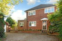 3 bed house in Pinehill Road, Crowthorne