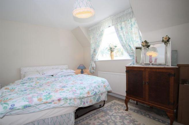 2nd Bedroom wi...
