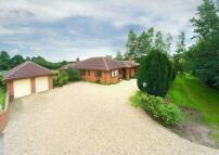 4 bed Detached property in Sandy Lane, Bishops Wood...