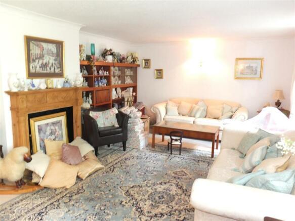 Living Room 020.jpg