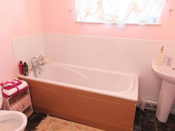 Bathroom Two 016.jpg
