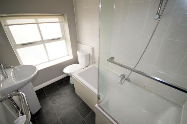 Bathroom (a).jpg