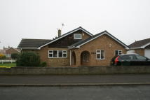 3 bed Semi-Detached Bungalow in Lindrick Close, Tickhill