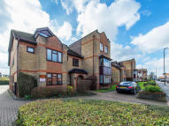 Ground Flat for sale in Stafford Road, Wallington