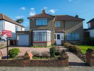 3 bed Detached house in Salcott Road, Beddington