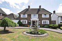 4 bedroom Detached home in Brookmans Avenue...