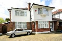 5 bedroom semi detached property in Longland Drive...