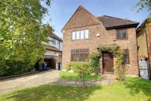 3 bed Detached property in Hill Crescent...
