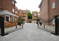 Flat to rent in Hammers Lane, Mill Hill...