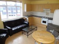 3 bed Flat to rent in Mott Street...