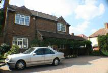 6 bed Detached house for sale in IMMACULATE FAMILY HOME