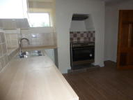 2 bedroom house to rent in Stockport Road, Mossley...