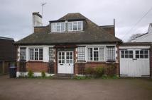 3 bedroom Detached Bungalow to rent in Hill Rise, Cuffley