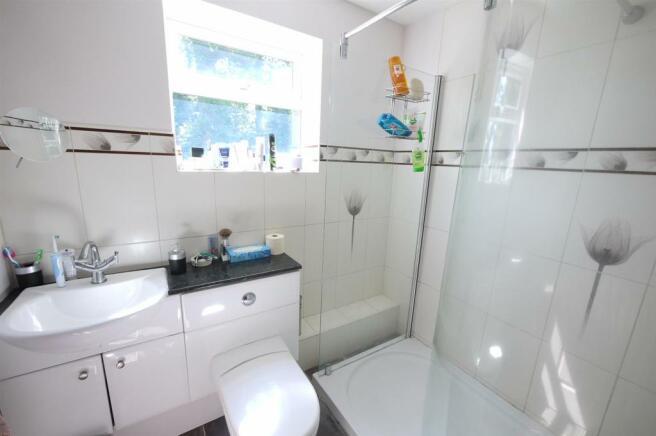En Suite Shower Room:-