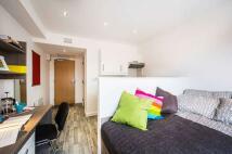 Studio flat in Castle Street, Luton