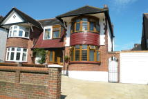 4 bed semi detached property in The Birches, London, N21