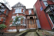 Flat to rent in Bowes Road, Arnos Grove...