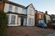 Flat to rent in Brownlow Road...