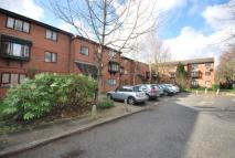 Flat to rent in Northcott Avenue...