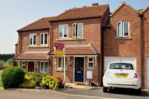 Town House to rent in Waterside, Langthorpe...