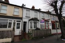 Flat to rent in Thornton Road, Croydon...