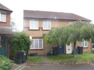 Maisonette in Davies Close, Croydon...