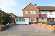 Flat to rent in Ruthven Avenue...