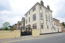 Flat to rent in Crook Log, Bexleyheath...