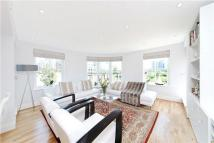 3 bed Flat in Greensward House...