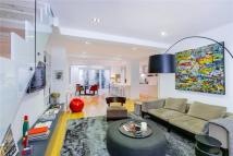 3 bed Flat for sale in Colehill Lane, Fulham...