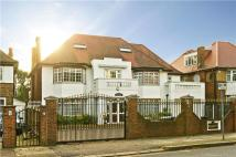 7 bed Detached home in Brondesbury Park, London