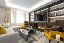 Flat for sale in Knightsbridge Court...