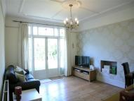 2 bedroom Flat in Dumbarton Road