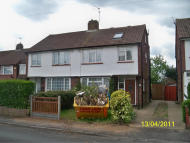 4 bed semi detached home to rent in Erica Close, Slough