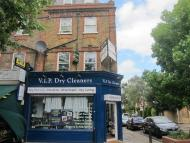 1 bed Apartment in Lower Mortlake Road...