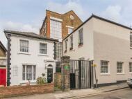 2 bedroom Apartment in Dunstable Road, Richmond...