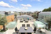 Flat for sale in Kensington Gardens...