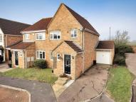 3 bedroom semi detached house in Wantage Close...