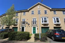 Town House to rent in Little Wood Mews...