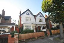 Ground Flat to rent in Waldemar Avenue, London...
