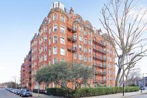 4 bed Flat in Oakwood Court, London...