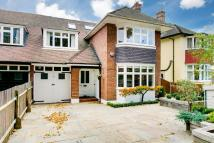6 bed semi detached property in Vicarage Road...
