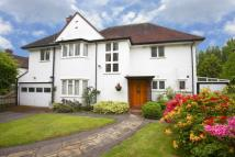4 bed house in Brook Gardens...