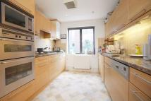 3 bedroom Flat in Sherard Court...